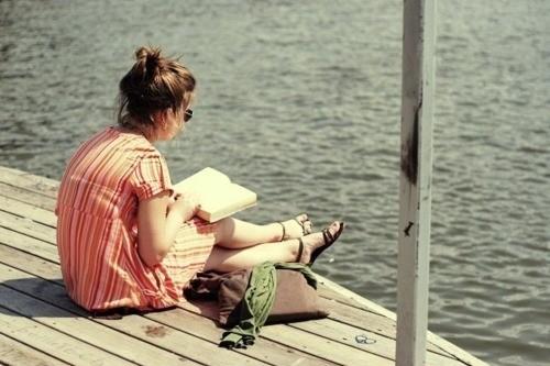 book dress girl read reading favim com 122178 - Τι να κάνεις την ημέρα πριν τις εξετάσεις